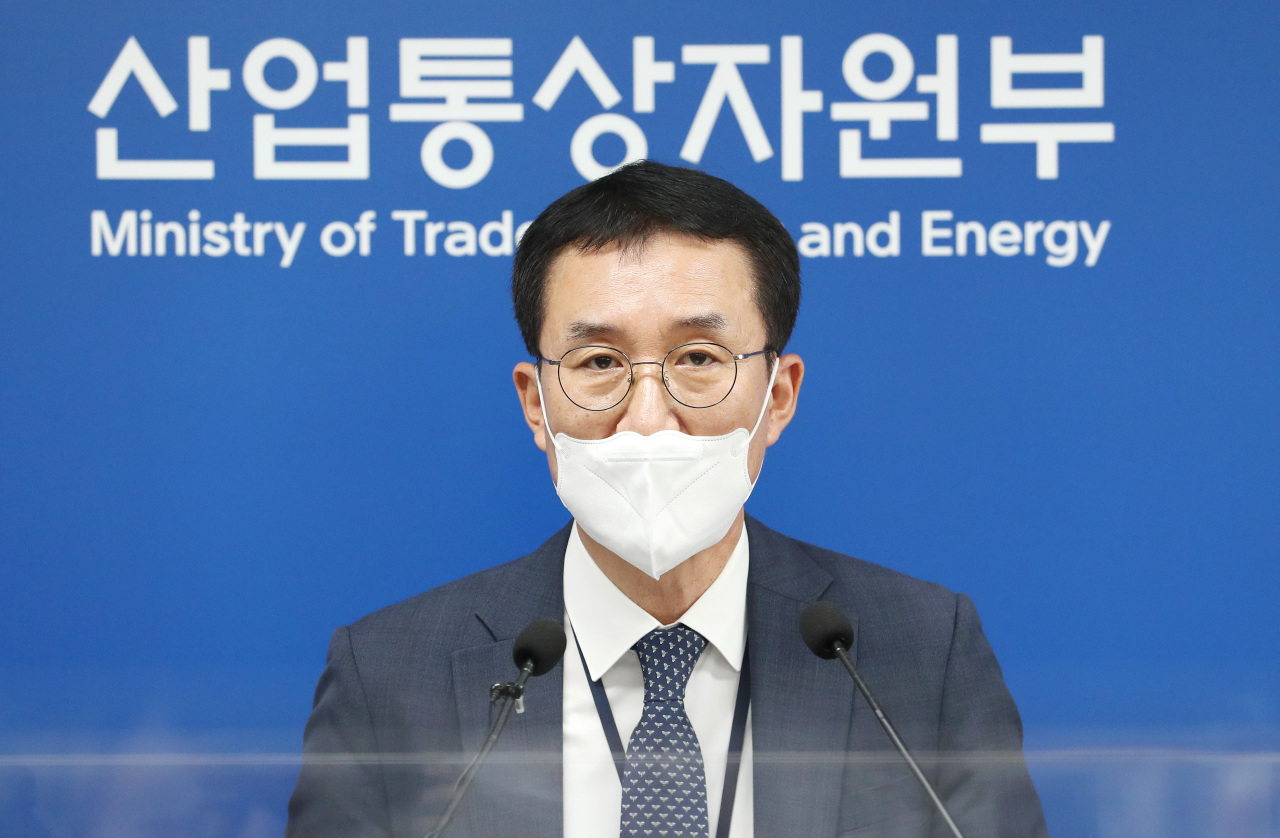 An official from the Ministry of Trade, Industry and Energy announces August export figures to reporters at the administrative office in Sejeong on Wednesday. (Yonhap)