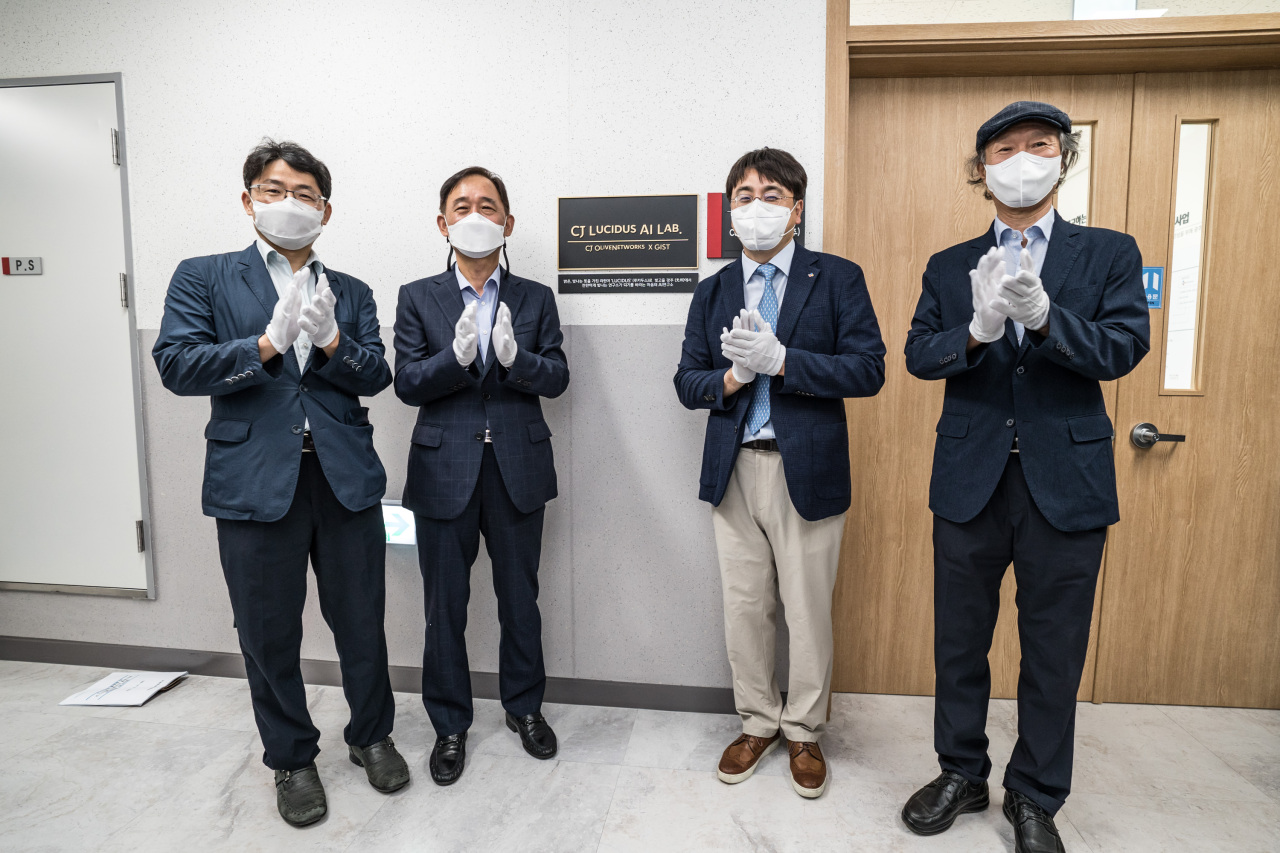 Employment Minister Park Hwa-jin (second from left), CJ OliveNetworks CEO Cha In-hyok (third from left) and other officials attend a ceremony that marked the opening of the AI lab in Gwangju on Tuesday. (CJ OliveNetworks)