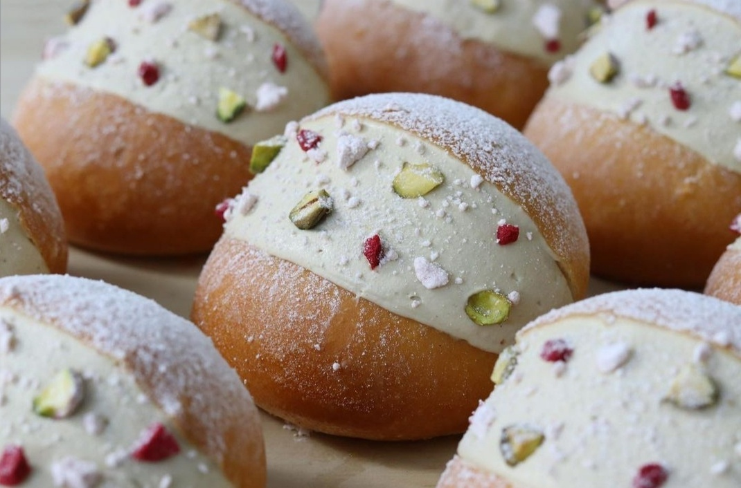 At Punto Dolce, the classic cream-filled brioche called maritozzo is amped up with pistachio paste. (Photo credit: Soojoo Kim)