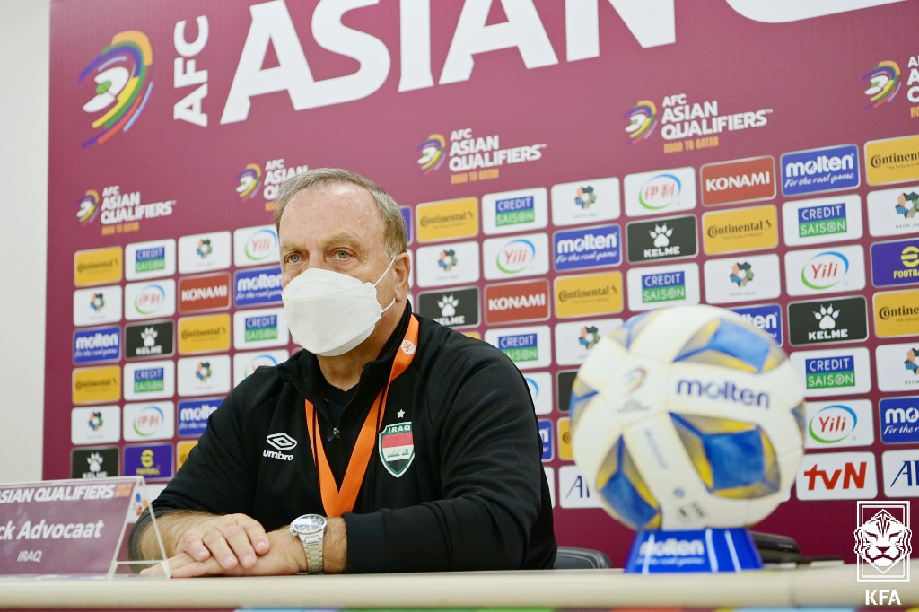 Dick Advocaat speaks at a prematch press conference at the Seoul World Cup Stadium on Wednesday. (Yonhap)