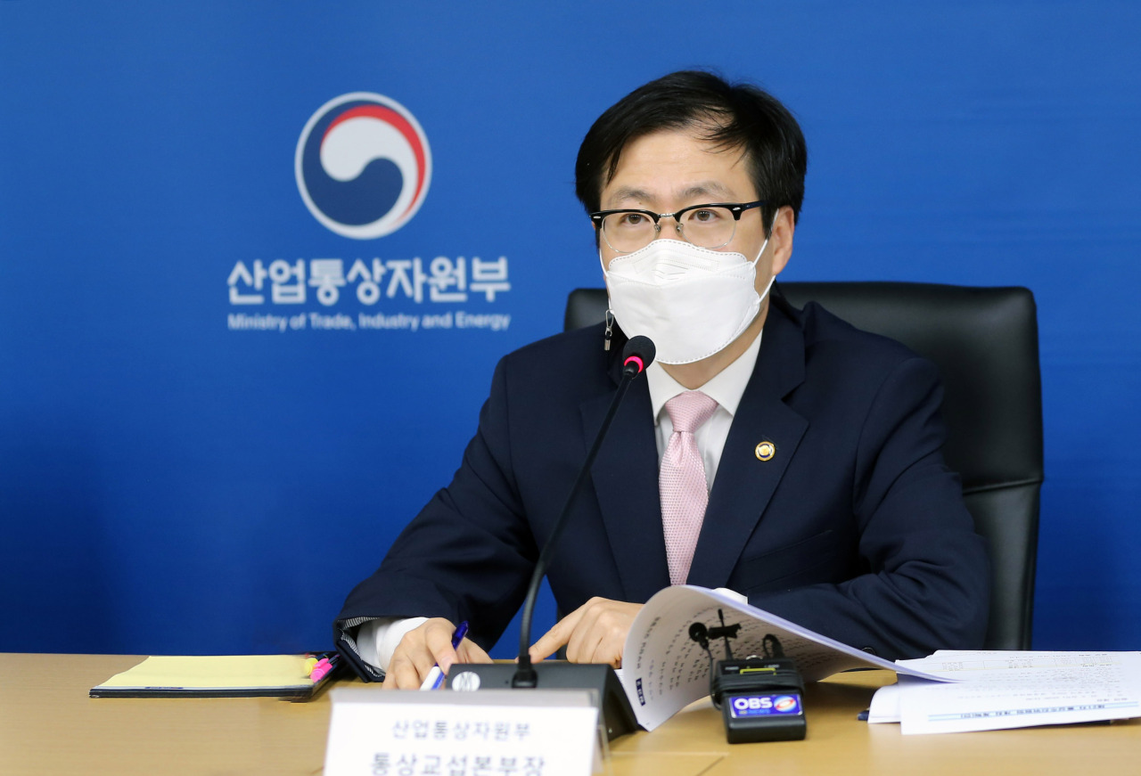 Trade Minister Yeo Han-koo announces a new trade strategy on five key products during his first committee meeting held at the government complex in Sejong, on Thursday. (Trade Ministry)