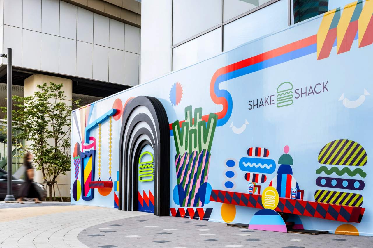 A mural is seen on the fence that surrounds the 18th Shake Shack, which opens soon in Seoul's Hongdae area. (SPC Group)