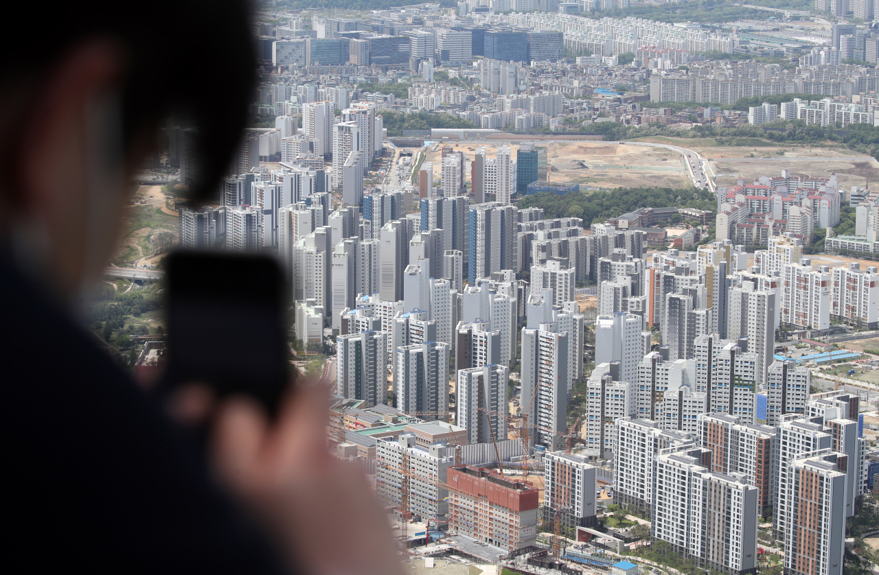 Aerial view of an apartment complex in Seoul (Yonhap)