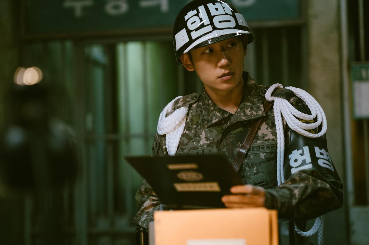 "Jung Hae-in as Jun-ho in ""D.P."" (Netflix)"