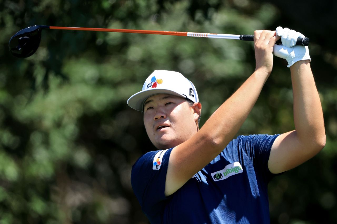 In this Getty Images photo, Im Sung-jae of South Korea watches his tee shot from the third hole during the final round of the Tour Championship at East Lake Golf Club in Atlanta on Sept. 5, 2021. (Yonhap)