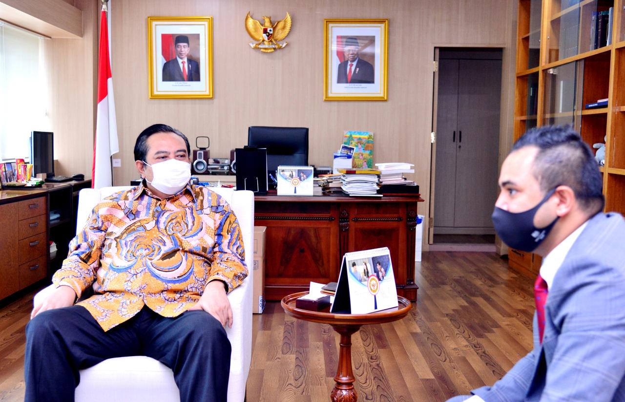Indonesian Ambassador to Korea Umar Hadi speaks during a recent interview with The Korea Herald. (Park Hyun-koo/The Korea Herald)