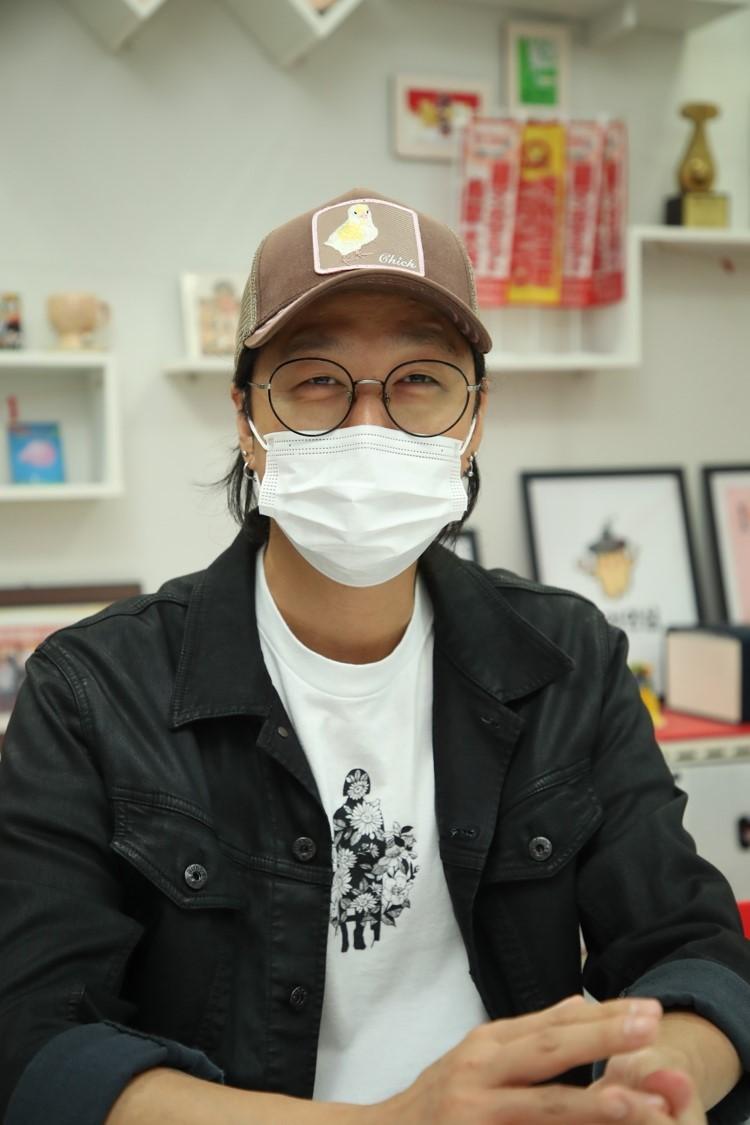 "Hun, co-creator of ""Navillera,"" speaks during an interview at the KOMACON headquarters in Bucheon, Gyeonggi Province, Sept. 5. (KOMACON)"