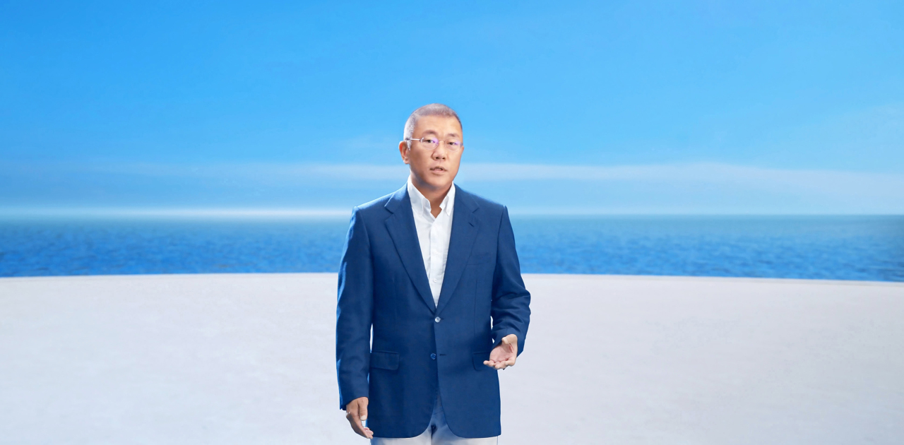 Hyundai Motor Group Chairman Chung Euisun announces his 2040 hydrogen vision at the firm's first global hydrogen event, Hydrogen Wave, Tuesday. (Hyundai Motor Group)