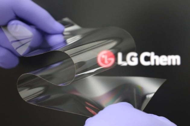 """A photo of LG Chem's new material for foldable display, called """"real folding window"""" (LG Chem)"""