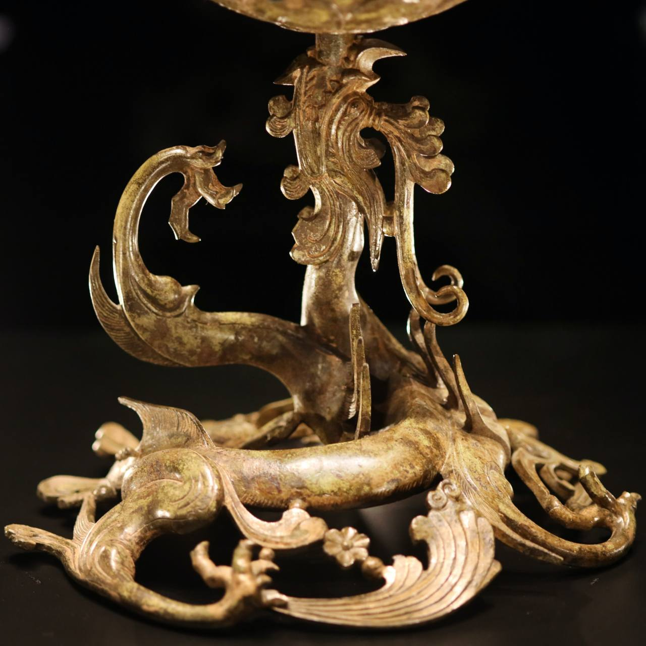 The water, symbolizing life, is expressed as a dragon on the base of the Gilt-bronze Incense Burner of Baekje. The lotus flower base blooms from the mouth of the five-legged dragon, whose legs appear like splashing waves.Photo © 2020 Hyungwon Kang