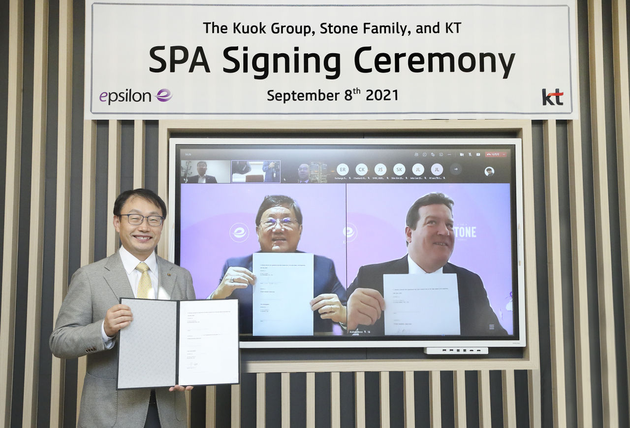 From left: KT CEO Ku Hyeon-mo, Kuok Group Chairman Kuok Khoon Ean and Stone Family managing partner Andrew Jonathan pose for a group photo during an online signing ceremony for KT's acquisition of Epsilon on Wednesday. (KT)