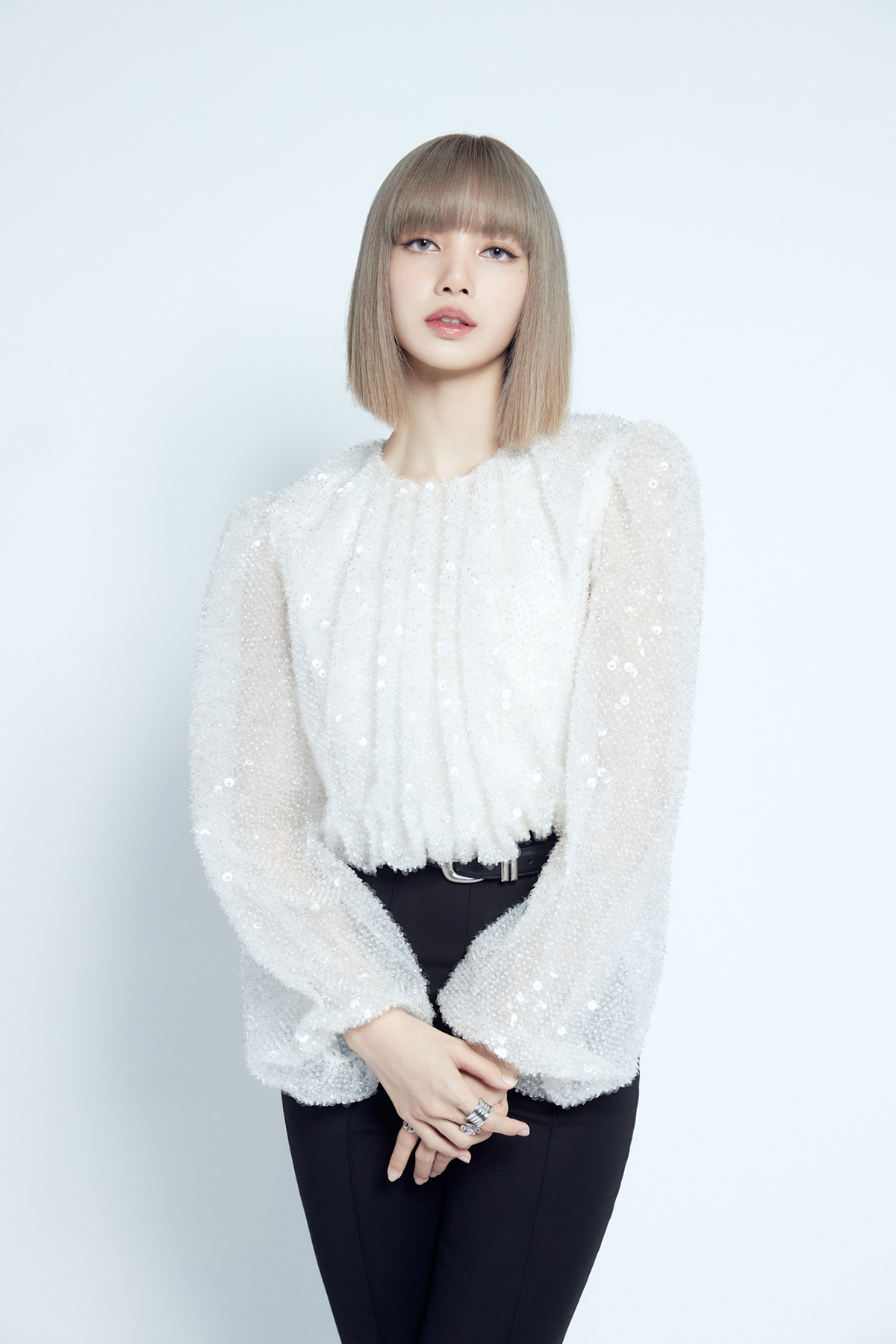 Lisa poses during an online press conference Friday. (YG Entertainment)