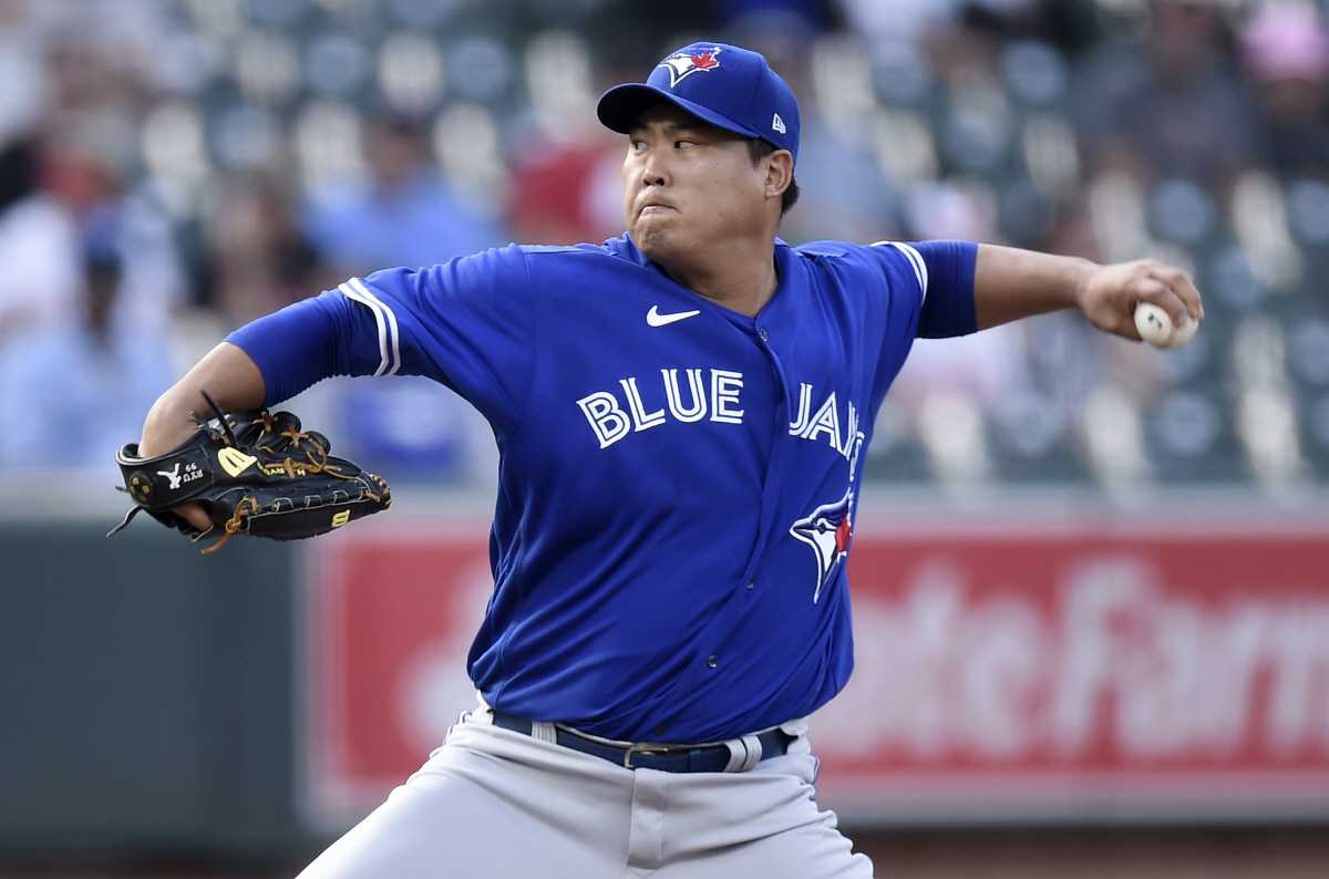 In this Getty Images photo, Ryu Hyun-jin of the Toronto Blue Jays pitches against the Baltimore Orioles in the bottom of the first inning of a Major League Baseball regular season game at Oriole Park at Camden Yards in Baltimore on Sept. 11, 2021. (Yonhap)
