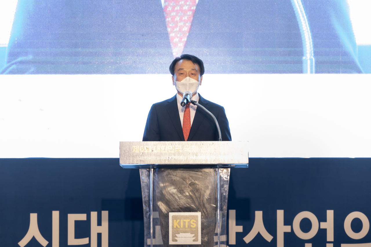 Jung Chang-soo, chairman of the Korea International Tourism Show 2021 organizing committee, makes a speech at the show on Saturday. (KITS)