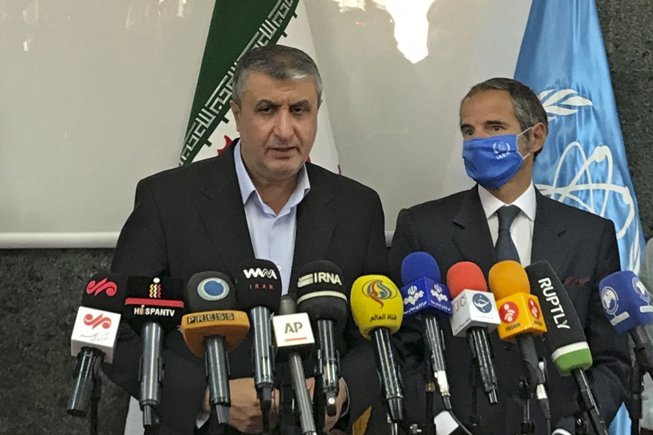 A handout picture provided by Atomic Energy Organization of Iran (AEOI) on Sunday shows head of the AEOI Mohammad Eslami delivering a speech next to Director General of the International Atomic Energy Agency (IAEA) Rafael Grossi (right) following their meeting in Tehran. (AFP-Yonhap)