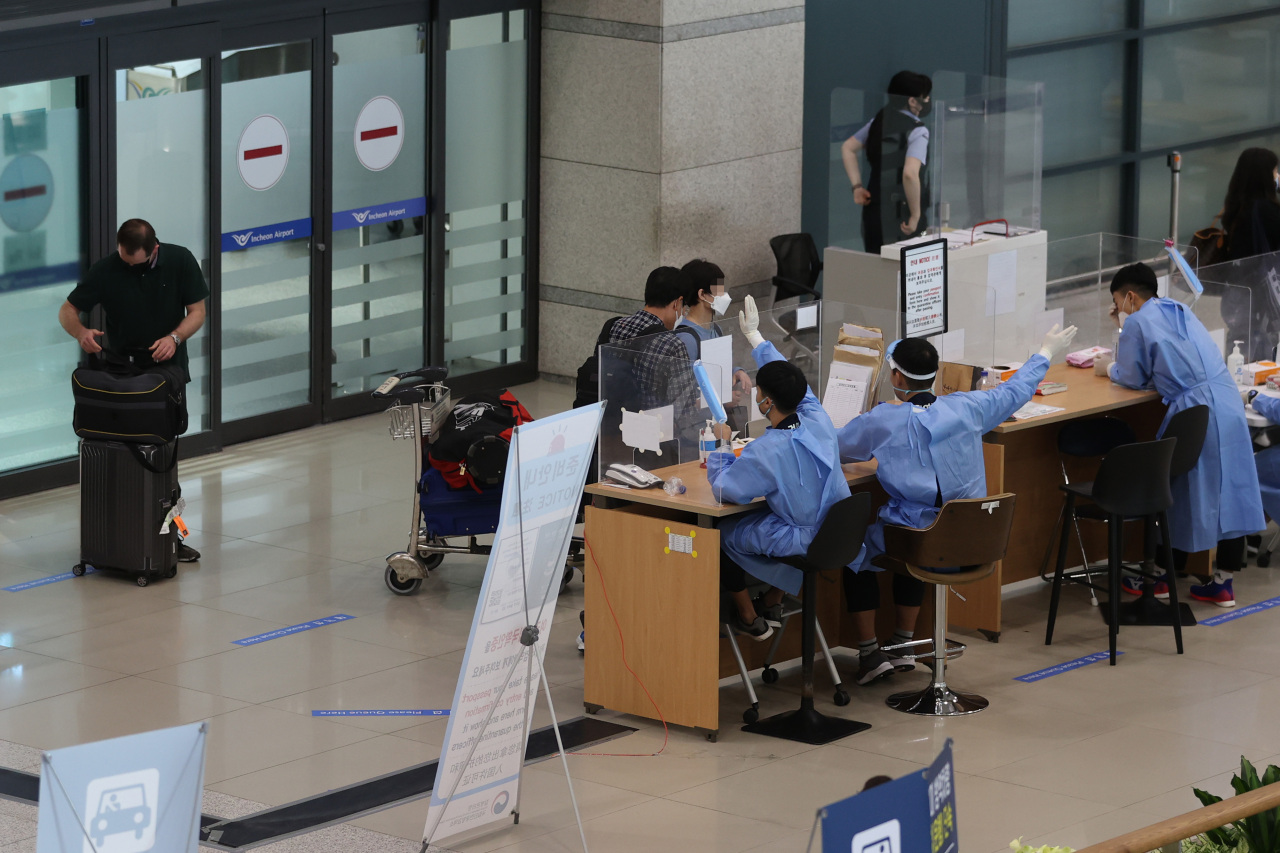 This photo, taken on Sunday, shows people arriving at Incheon International Airport, west of Seoul. (Yonhap)