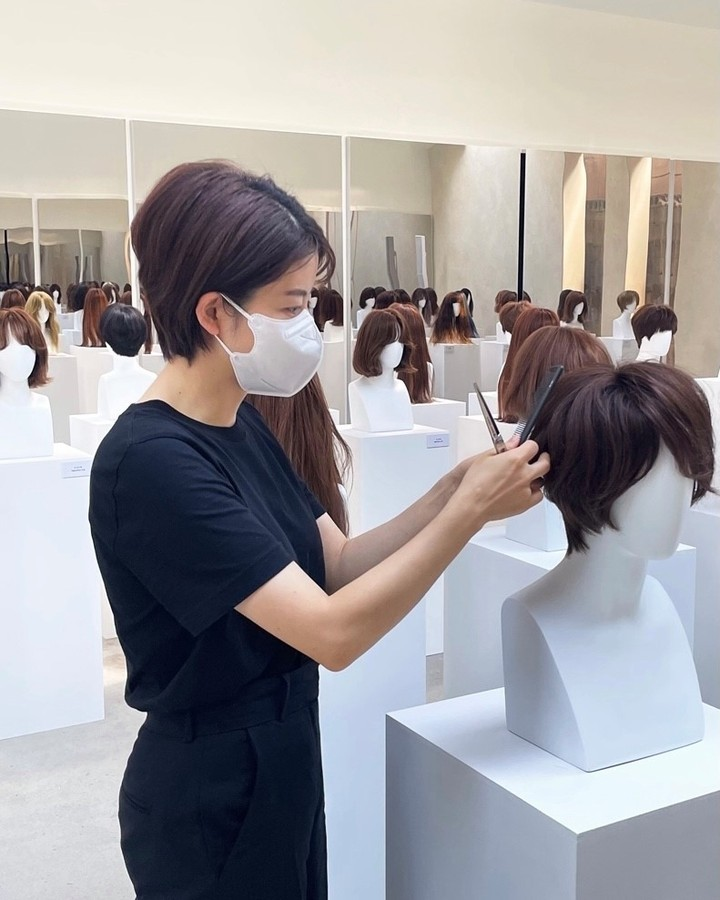 """Hair designer Cha Hong arranges hairstyles for the 10th anniversary exhibition """"Narratives in Style"""" at Beacon Studio in Seoul. (Chahong Ardor)"""