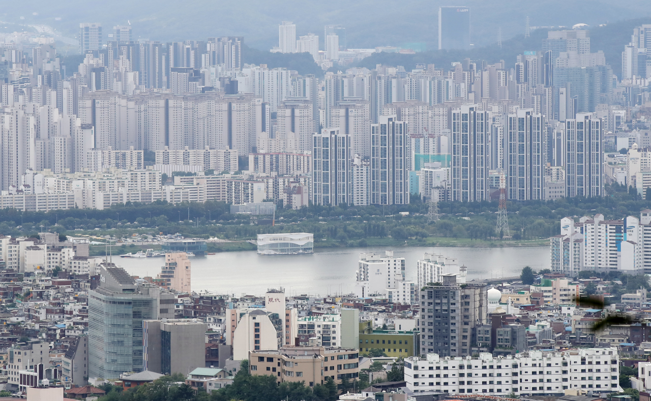 This file photo, taken Sept. 2, 2021, shows apartment buildings in Seoul. (Yonhap)