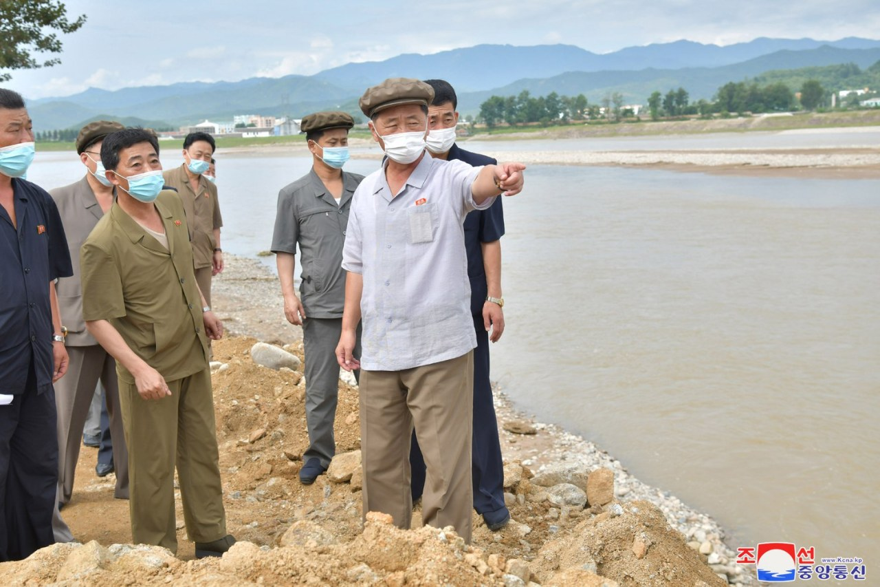 North Korean Premier Kim Tok-hun (2nd from R) visits a flood-hit area in the eastern coastal area of South Hamgyong Province, in this undated file photo released by the Korean Central News Agency on Sunday. (Yonhap)