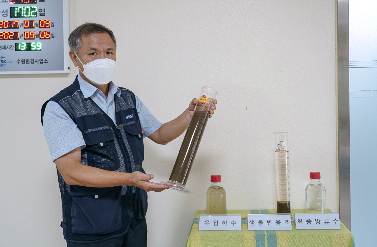 Ryu Myung-gu, chief of TSK's underground water treatment center, explains how wastewater is processed. (Ahan Jeong-yeon/The Korea Herald)