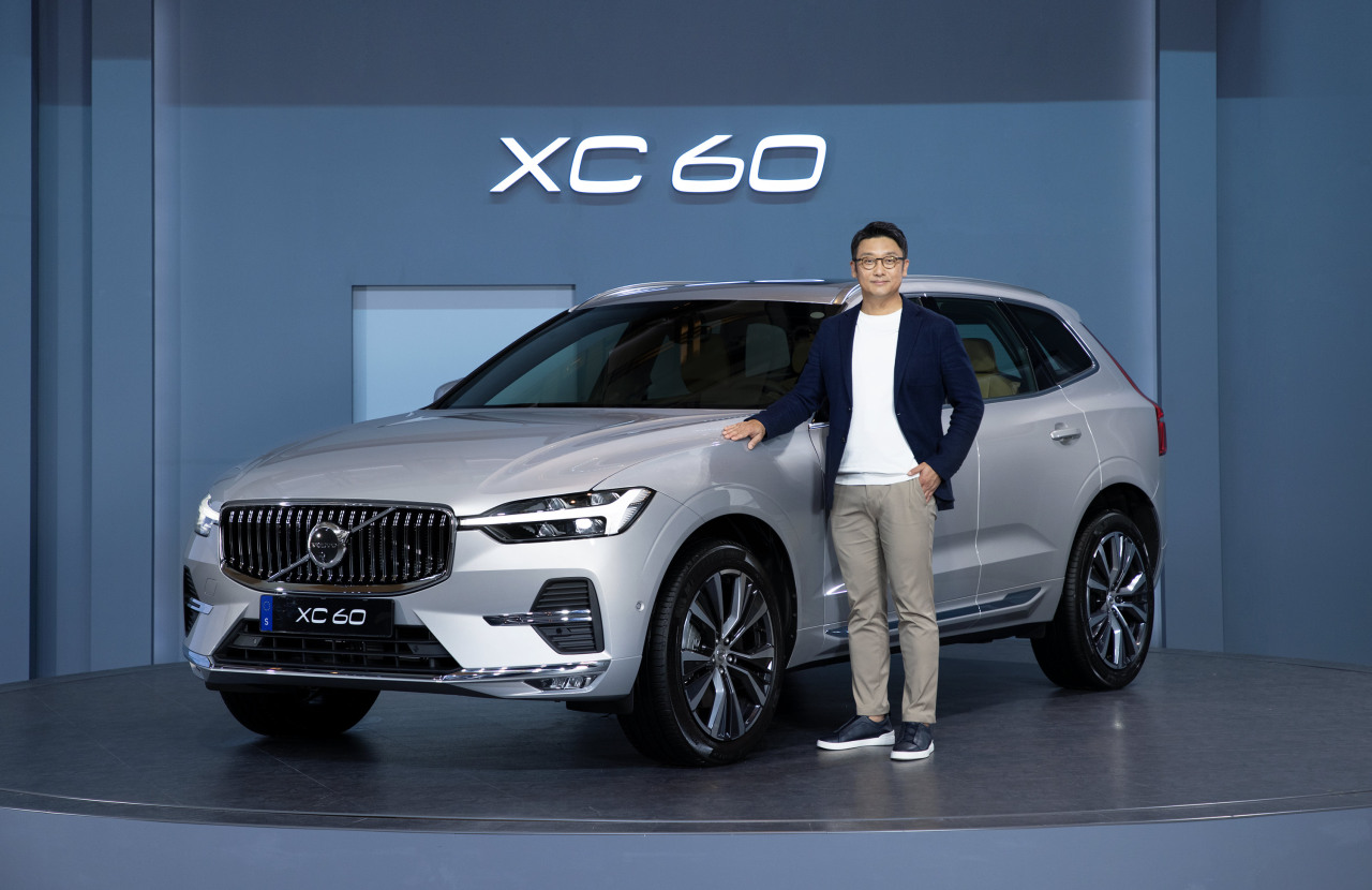 Lee Yoon-mo, CEO of Volvo Cars Korea, stands next to the new XC60 SUV. (Volvo Cars Korea)