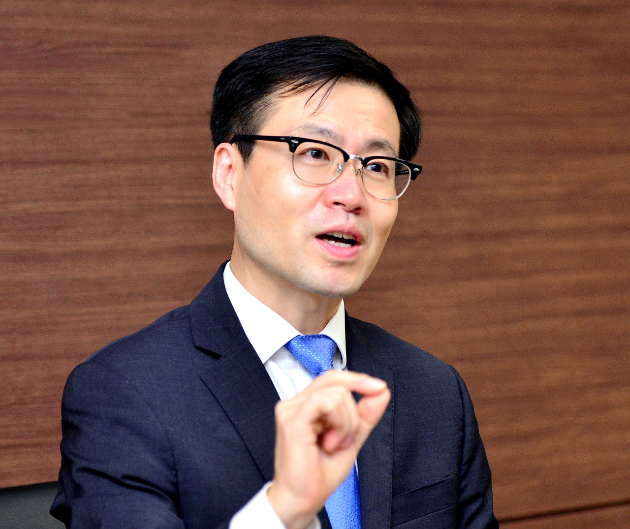 South Korean Trade Minister Yeo Han-koo speaks during an interview with The Korea Herald at his office in Seoul on Sept. 10. (Park Hyun-koo/The Korea Herald)