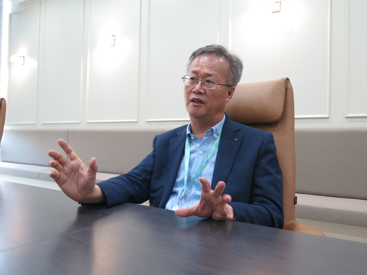 Jung Byung-gi, vice president and head of command, control, communication and intelligence business at LIG Nex1 explains the firm's satellite navigation ambitions in an interview with The Korea Herald at the company's research and development center in Pangyo, Gyeonggi Province. (LIG Nex1)