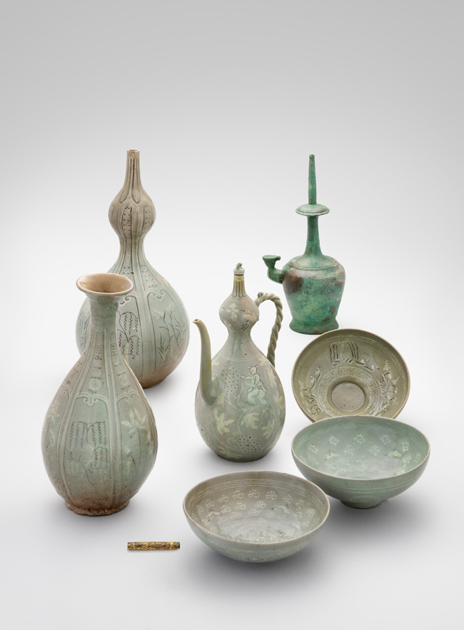 """Eight works of art from the Goryeo Kingdom -- six celadon vessels and two metal items -- are on display as part of the exhibition """"In Pursuit of the Aesthetic Legacy of the Goryeo Era,"""" at the National Palace Museum of Korea in Seoul. (CHA)"""