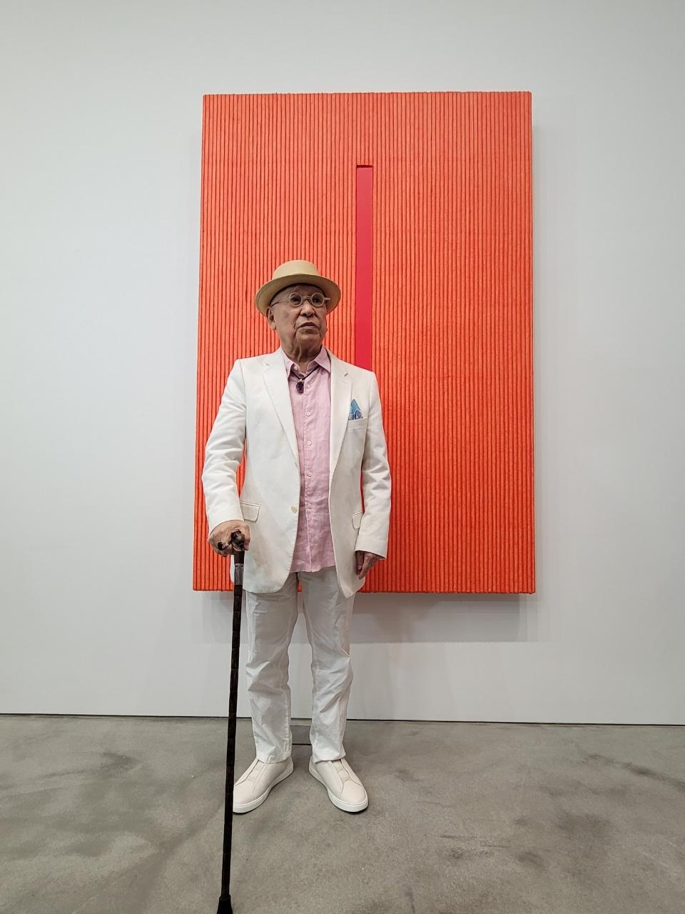 Park Seo-bo poses in front of his painting inspired by ripe persimmon at Kukje Gallery (Park Yuna/ The Korea Herald)