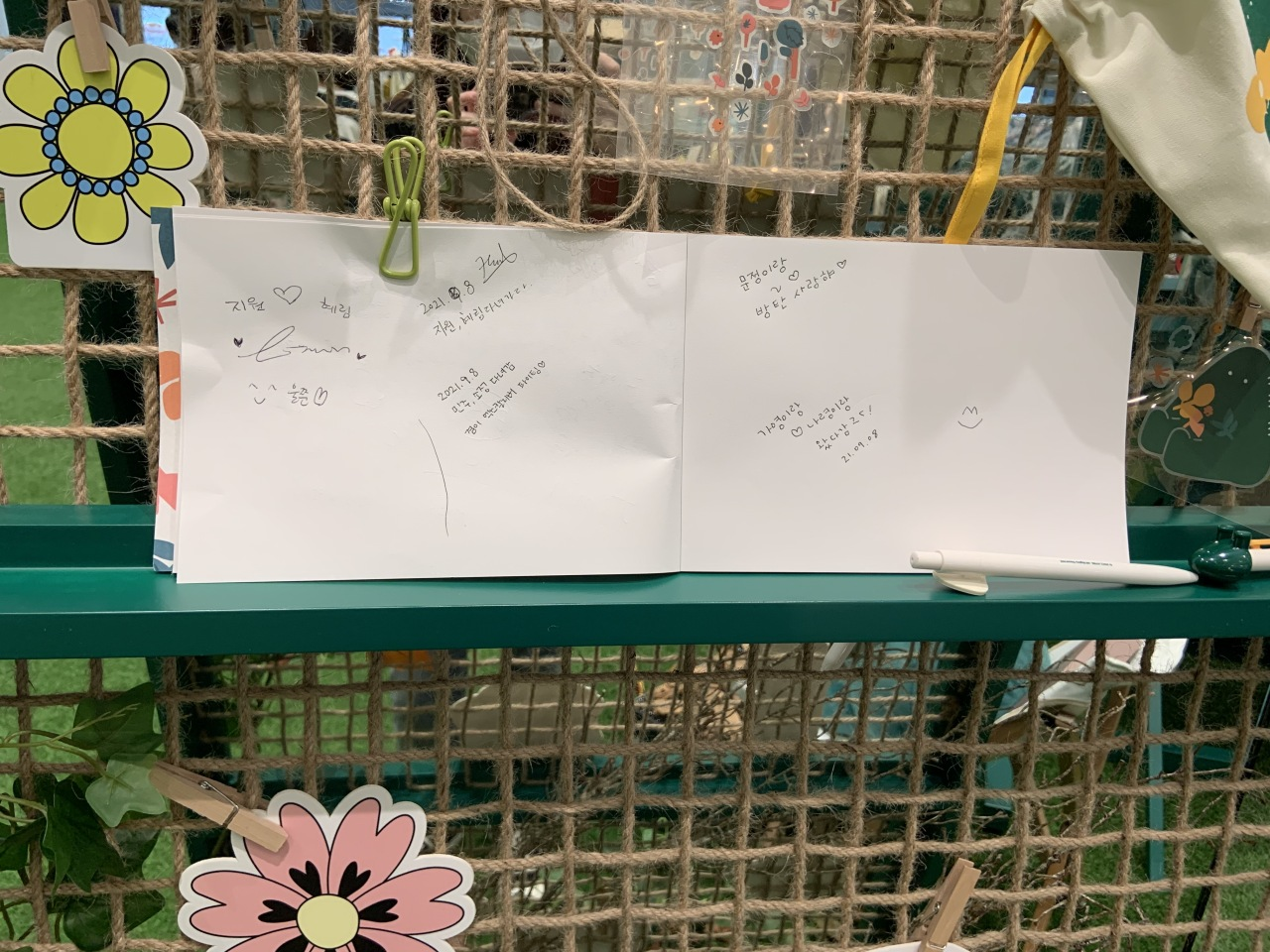 This file photo shows messages written by boy band BTS' official fandom, Army. (Park Jun-hee/The Korea Herald)