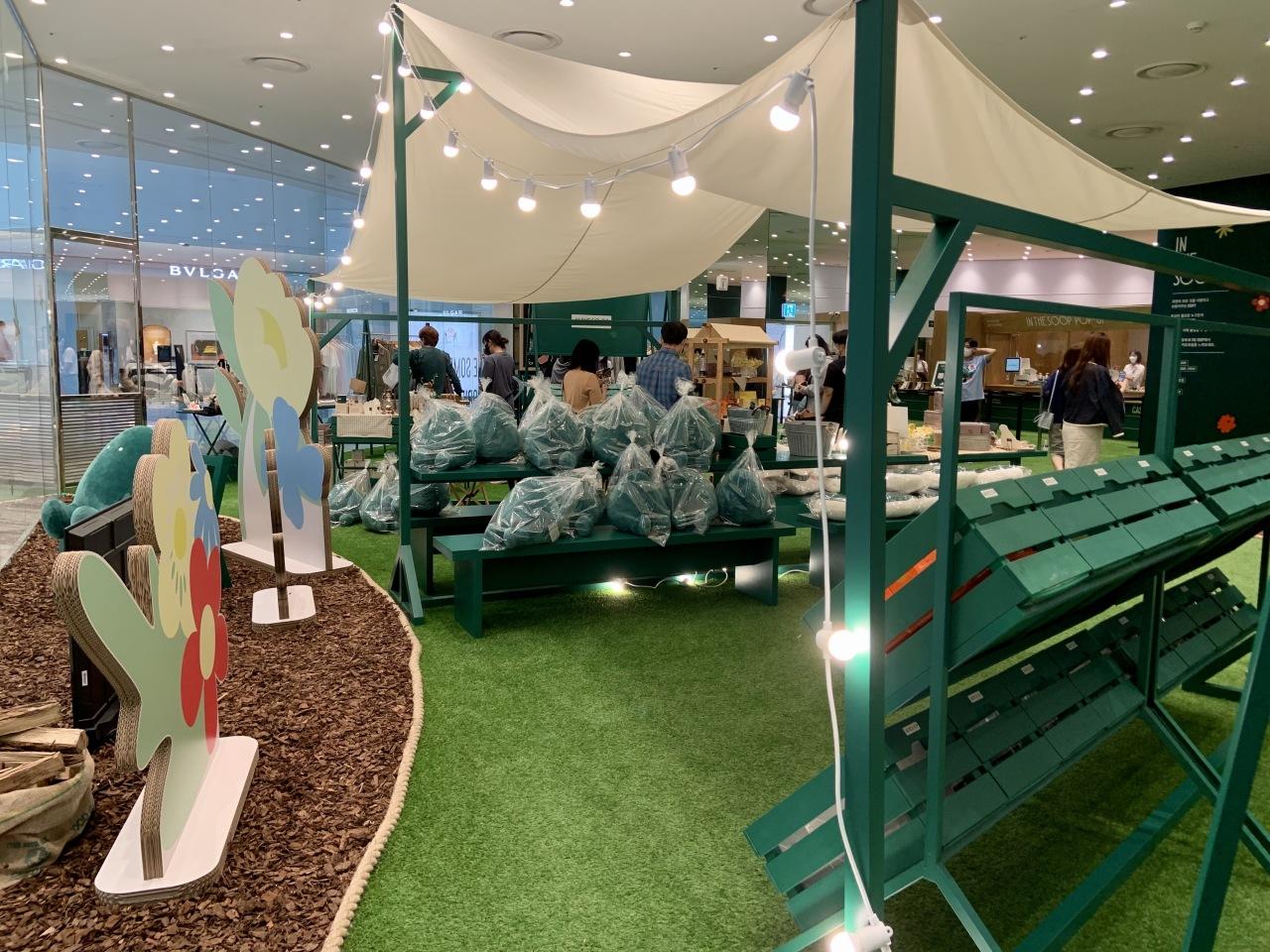 Visitors look around the pop-up store Sept. 8. (Park Jun-hee/The Korea Herald)