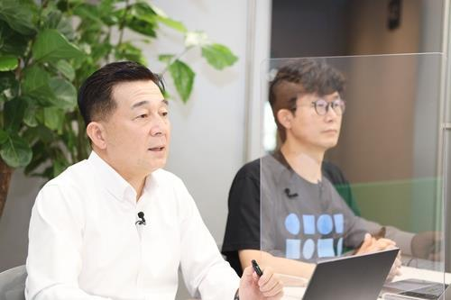 This image, provided by Naver Cloud, shows Kim Tae-chang and Jang Beom-sik, two officials, during an online conference on Thursday. (Naver Cloud)