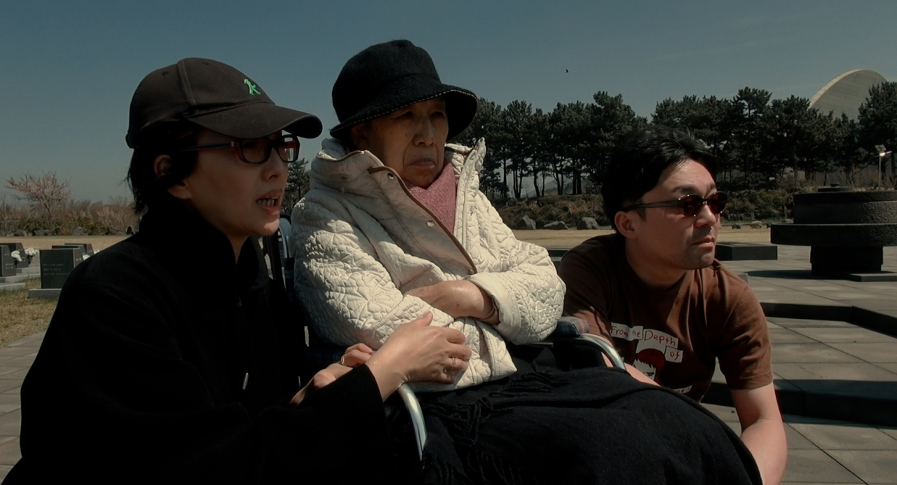"""White Goose Award-winning documentary """"Soup and Ideology,"""" directed by Yang Yong-hi (DMZ International Documentary Film Festival)"""