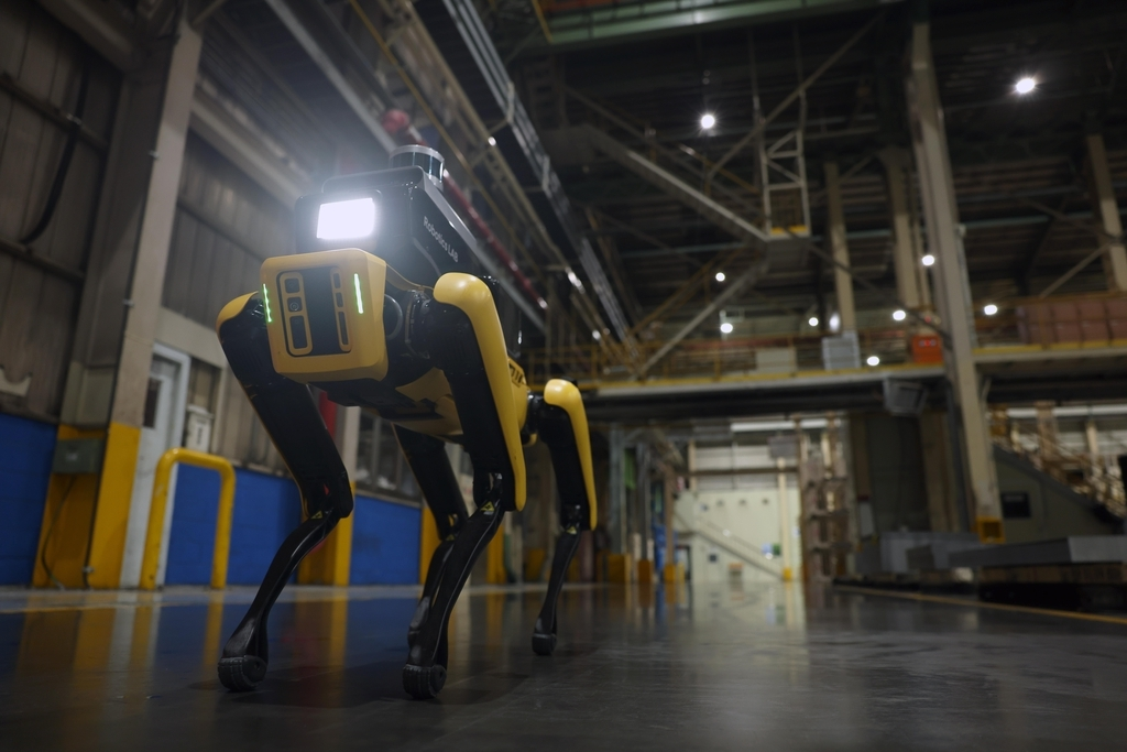 A factory safety service robot, which is based on US robot startup Boston Dynamics' four-legged Spot, inspects the safety of Kia Corp.'s automotive factory in Gwangmyeong, southwest of Seoul, in this photo provided by Hyundai Motor Group on Friday. (Yonhap)