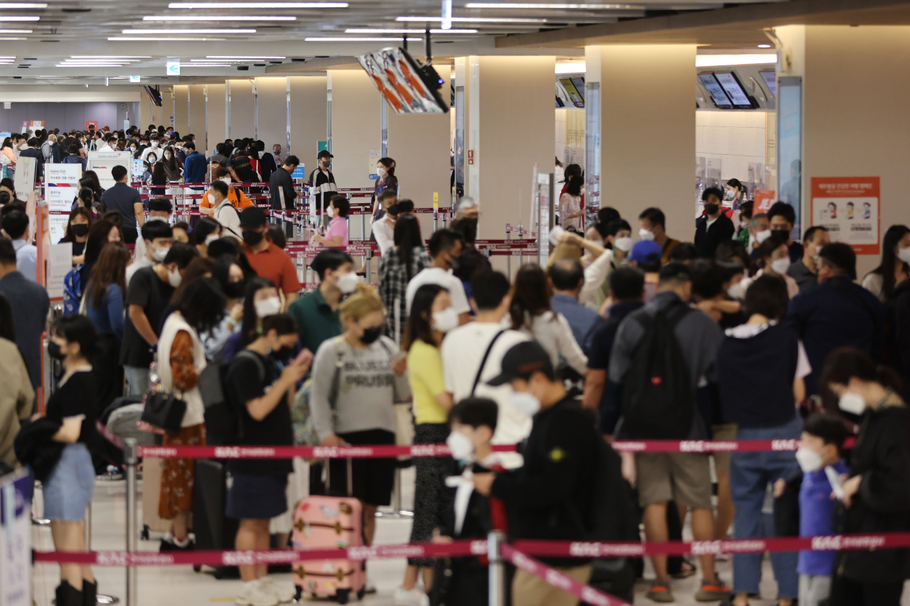 The domestic terminal of Gimpo International Airport in western Seoul is crowded with travelers on Friday. (Yonhap)