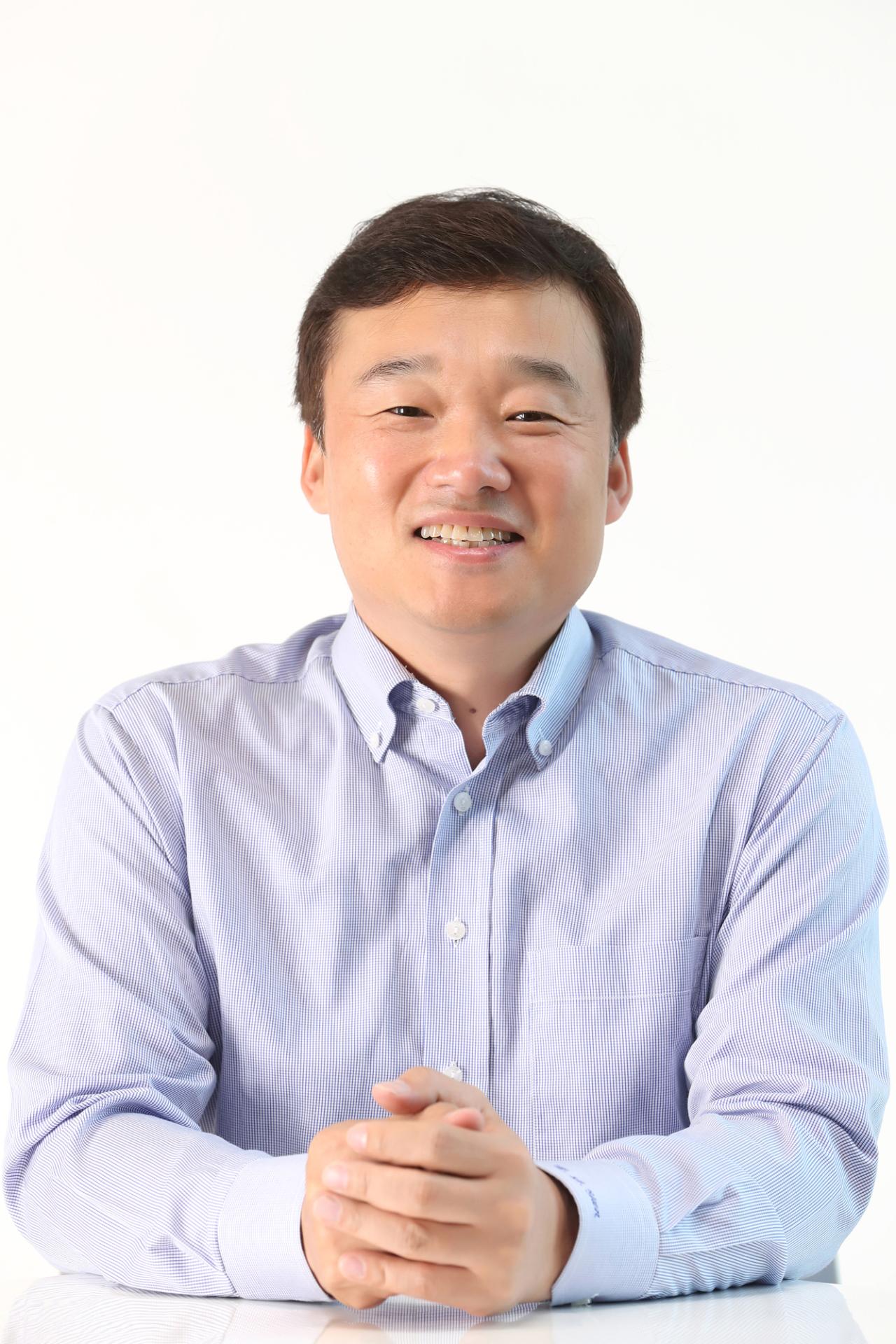 President Yoon Kyung-lim (KT)