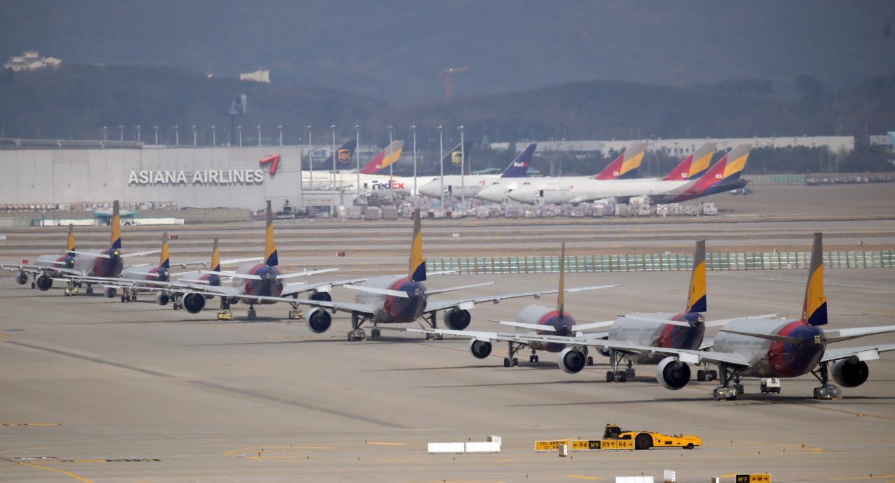 Aircrafts queue up at Incheon International Airport. (Yonhap)