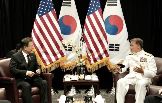 South Korean President Moon Jae-in (L) meets with Adm. John C. Aquilino, commander of the U.S. Indo-Pacific Command, at Hickam Air Force Base in Honolulu on Wednesday. (Yonhap)