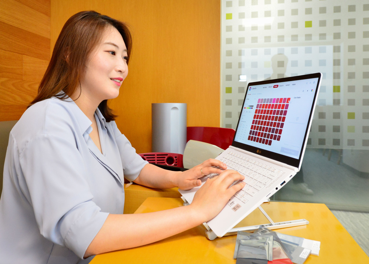 An LG Chem salesperson reviews samples requested by a client on the firm's integrated digital sales platform LG Chem On. (LG Chem)