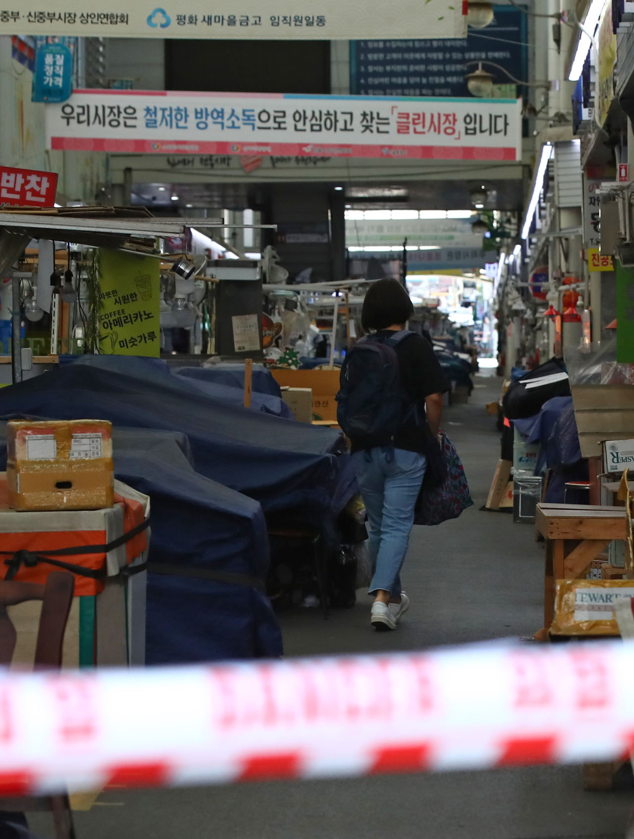 A traditional market in central Seoul is closed due to the outbreak of a cluster infection on Sept. 26, 2021. (Yonhap)