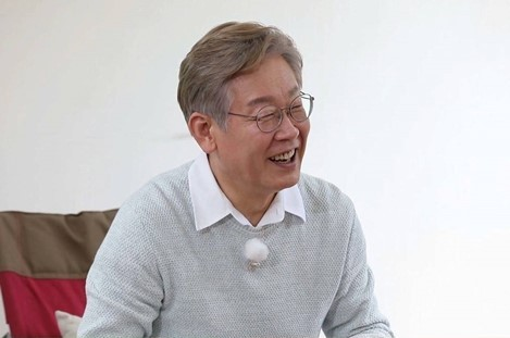 """Gyeonggi Province Gov. Lee Jae-myung appears on """"Master in the House."""" (SBS)"""