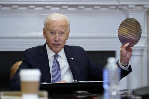 US President Joe Biden speaks during a virtual meeting with chip industry leaders on April 12. (Yonhap)