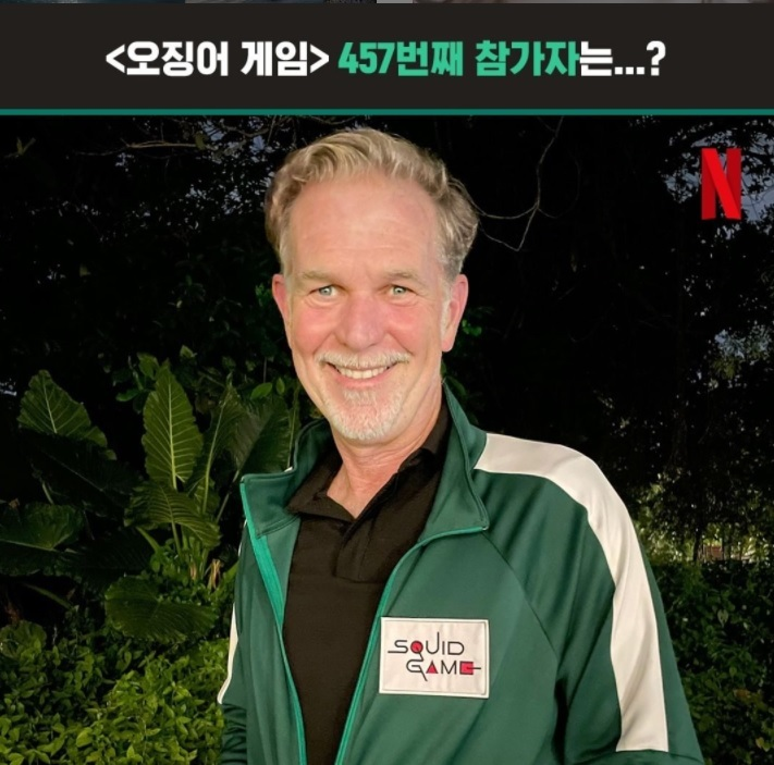"""Netflix co-CEO Reed Hastings wears a green track suit to become the 457th contestant of """"Squid Game"""" (Netflix)"""