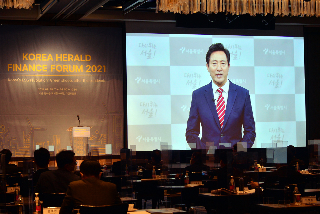Seoul Mayor Oh Se-hoon speaks during the Korea Herald Finance and Investment Forum held at Four Seasons Hotel Seoul, Tuesday.