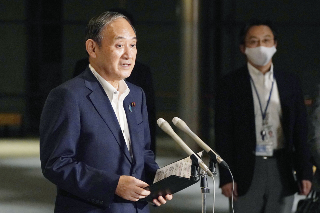 Japanese Prime Minister Yoshihide Suga speaks to reporters about lifting of a state of emergency at his official residence in Tokyo Monday, Sept. 27, 2021. (AP-Yonhap)