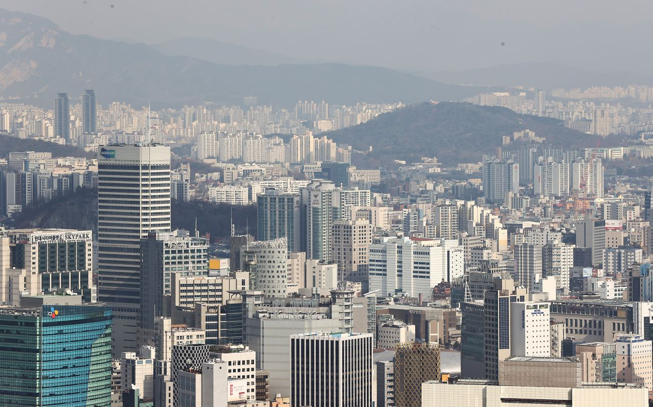 Apartment and high-rise buildings in downtown Seoul (Yonhap)