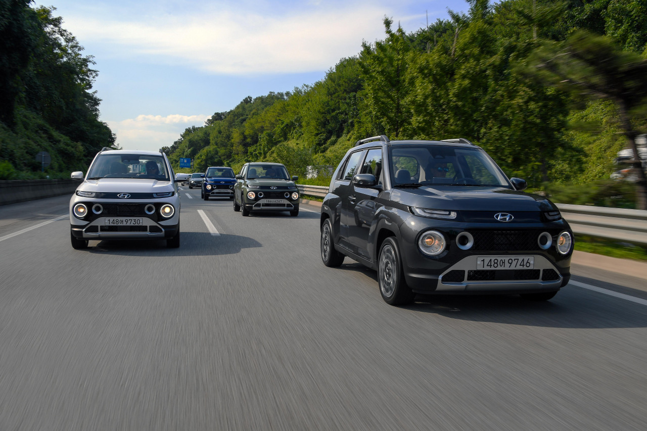 The Hyundai Casper drives on the road. (Hyundai Motor)