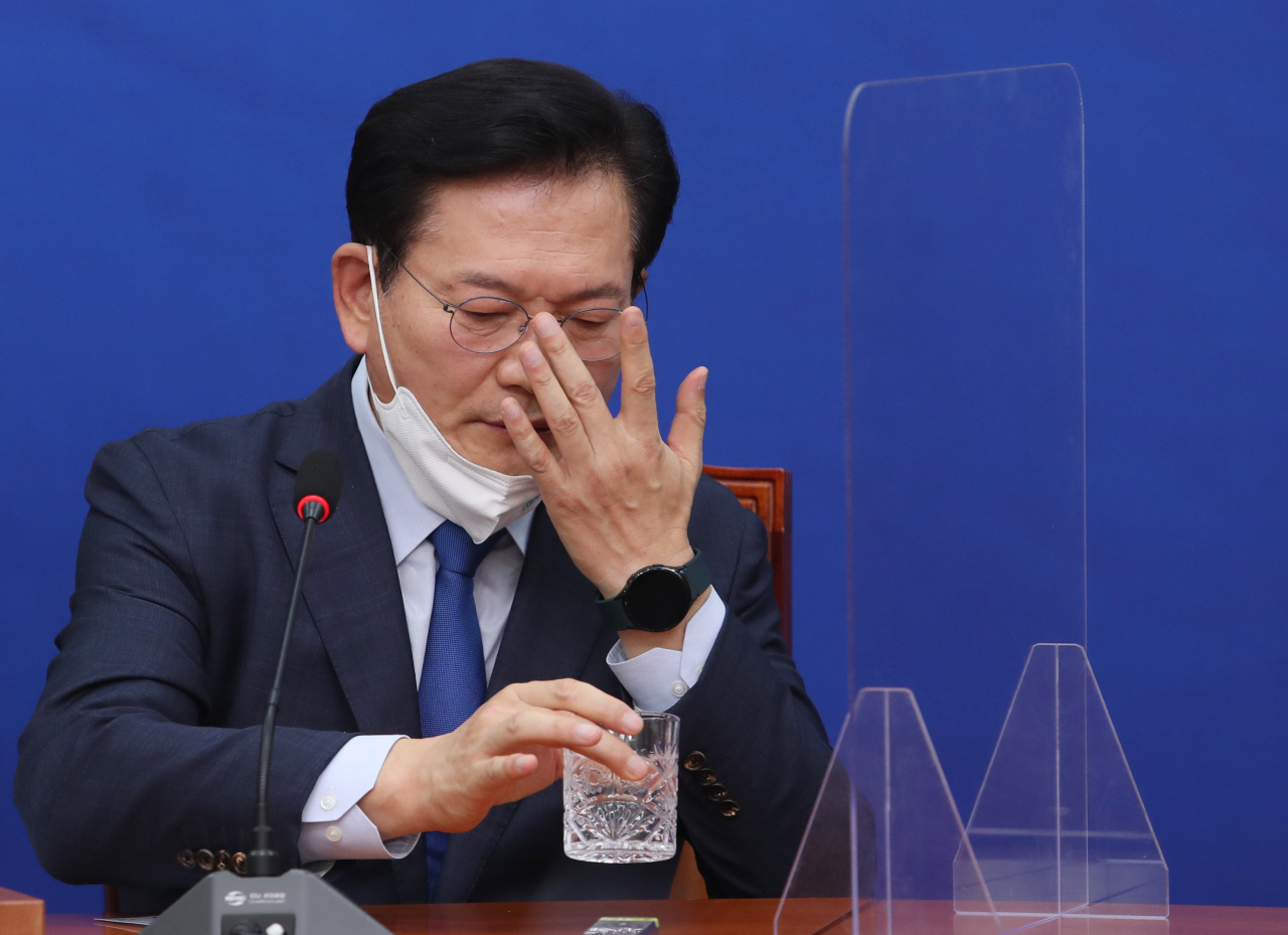 Democratic Party Chairman Rep. Song Young-gil attends a meeting of the supreme party council at the National Assembly in Seoul on Friday. (Yonhap)