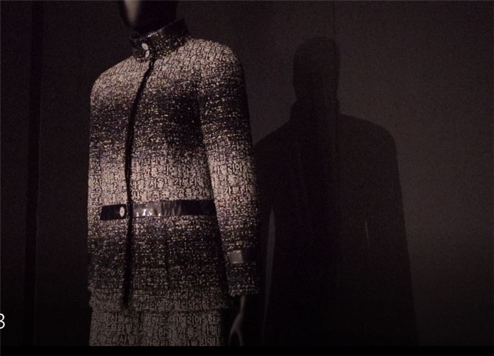 """Chanel's """"Hangeul Jacket"""" is displayed at exhibition hall 1 of the Korean Cultural Center in Paris (National Hangeul Museum)"""