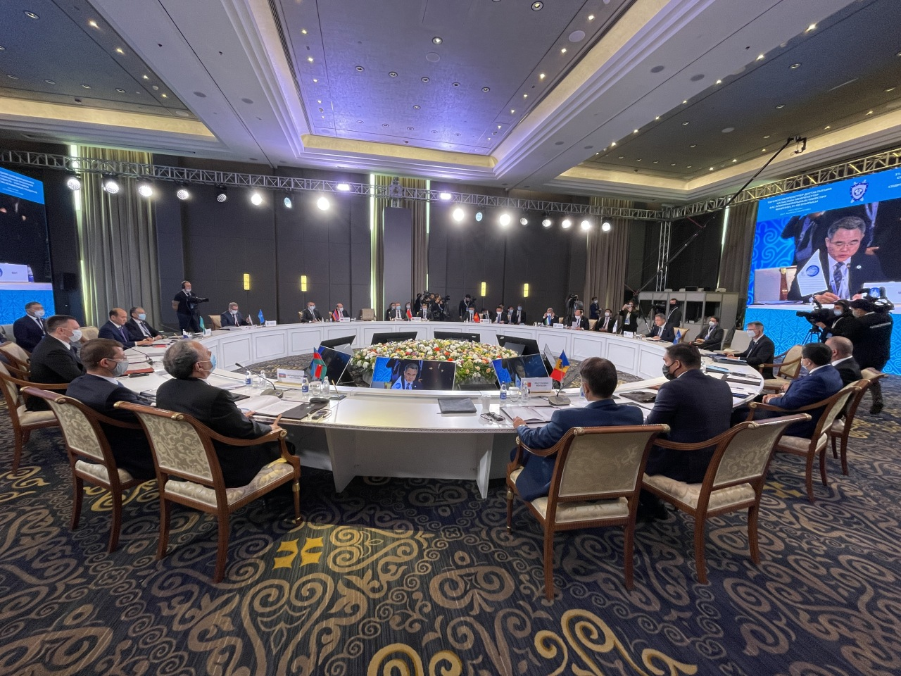 President Hwang delivers a keynote speech at the opening session of the 31st Meeting of the Coordination Council of Prosecutors General of the Member States of the Commonwealth of Independent States. (Courtesy of IAP)